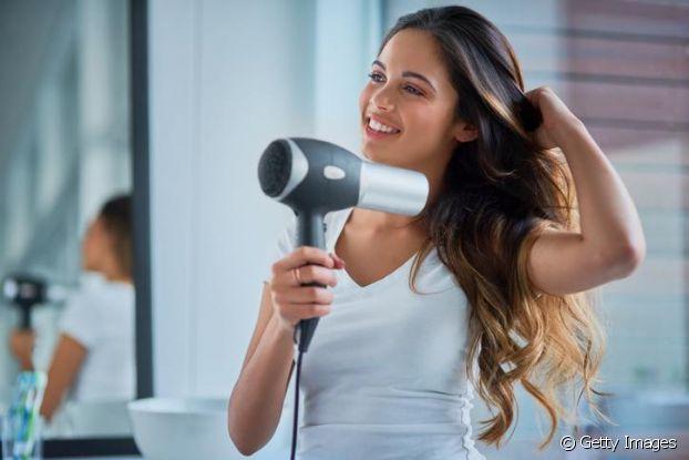 Read more about the article Cuidados com o cabelo seco e ressecado