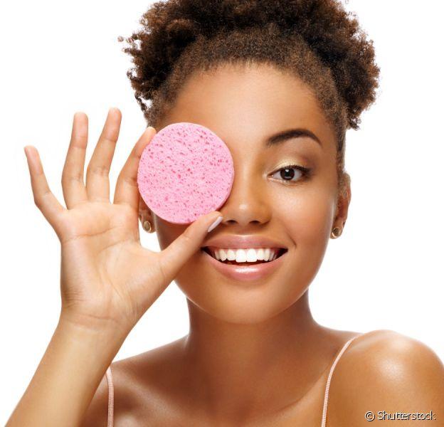 Read more about the article Como remover a maquiagem do rosto corretamente